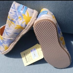 NEW Tom's Tropical Flat Espadrilles 5.5